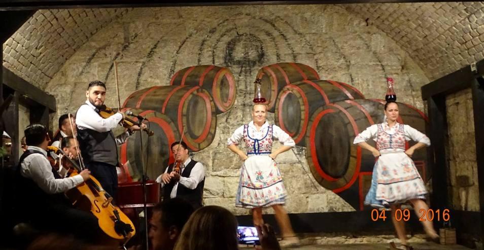 Бор Катакомба – развлекателно заведение в Будапеща